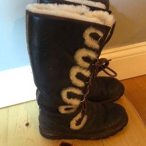 Ugh Australia size 6 boots